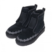 WM × UGG EMBROIDERED FRONT GORE BOOTS