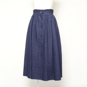 Front button skirt